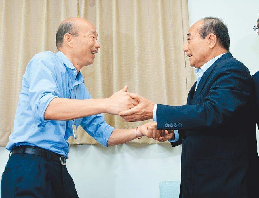 6月17日,高雄市長韓國瑜(左)拜會前立法院長王金平(右)。(本報系記者劉宗龍攝)