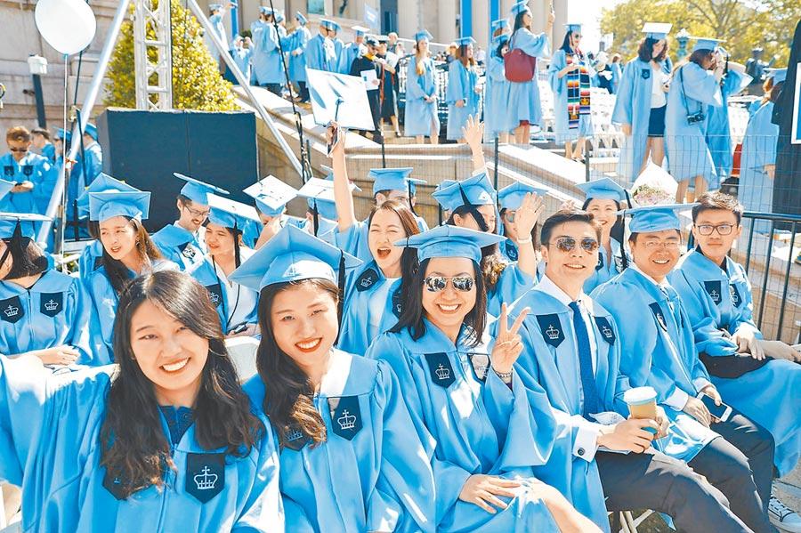 美國哥倫比亞大學畢業典禮上的中國留學生。(中新社資料照片)