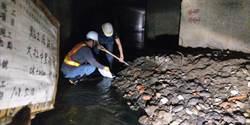 韓國瑜深夜發水溝清淤照:請多給辛苦工作者一些鼓勵