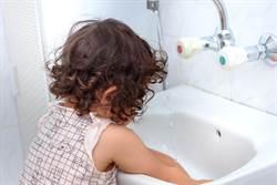 壓爆洗手台!碎片割破男童動脈 醫4點警告