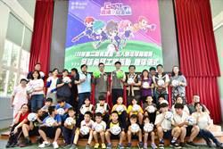 桃捷捐240顆練習球 鼓勵足球小將勇敢逐夢
