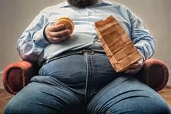 靠吃紓解壓力 他卻把自己胖死了