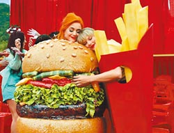 泰勒絲凱蒂佩芮穿速食裝大和解
