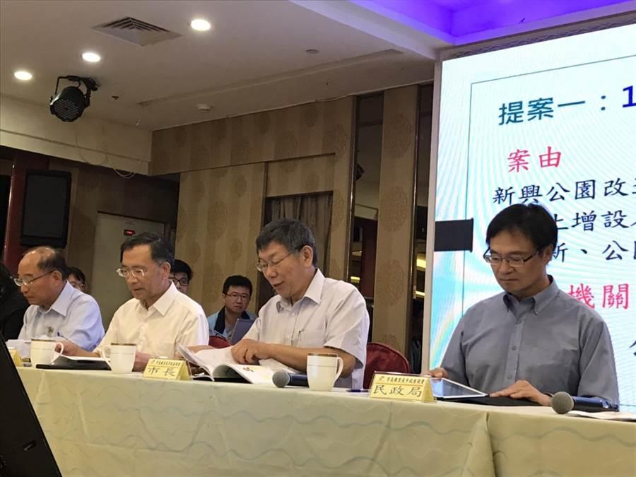 台北市長柯文哲今早到中山區出席里長座談會。(張潼攝)