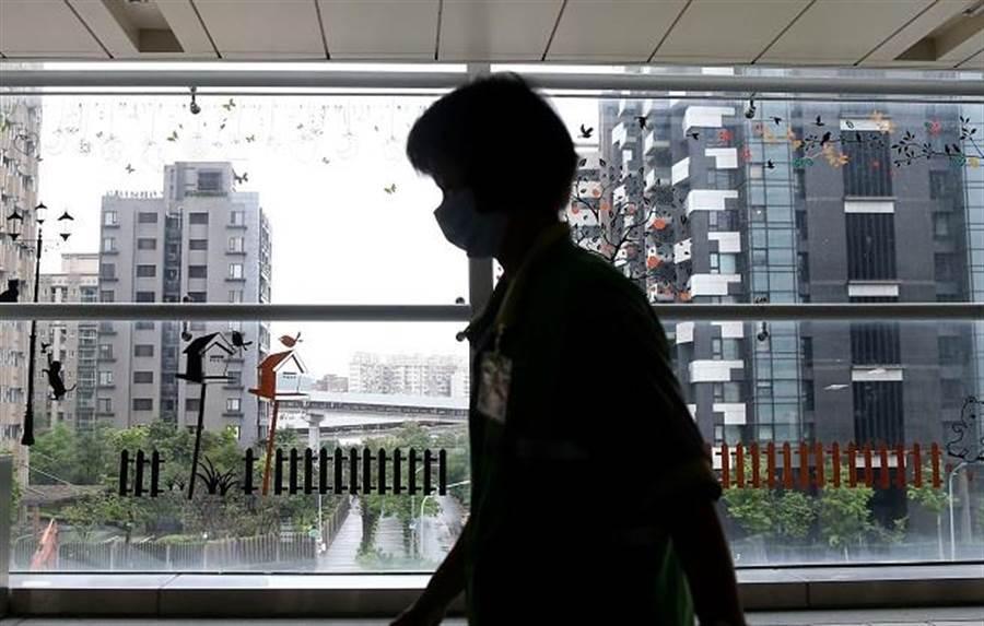 南港豪宅價格面臨下修,知名建案多戶認賠出脫。(資料照/王英豪攝)
