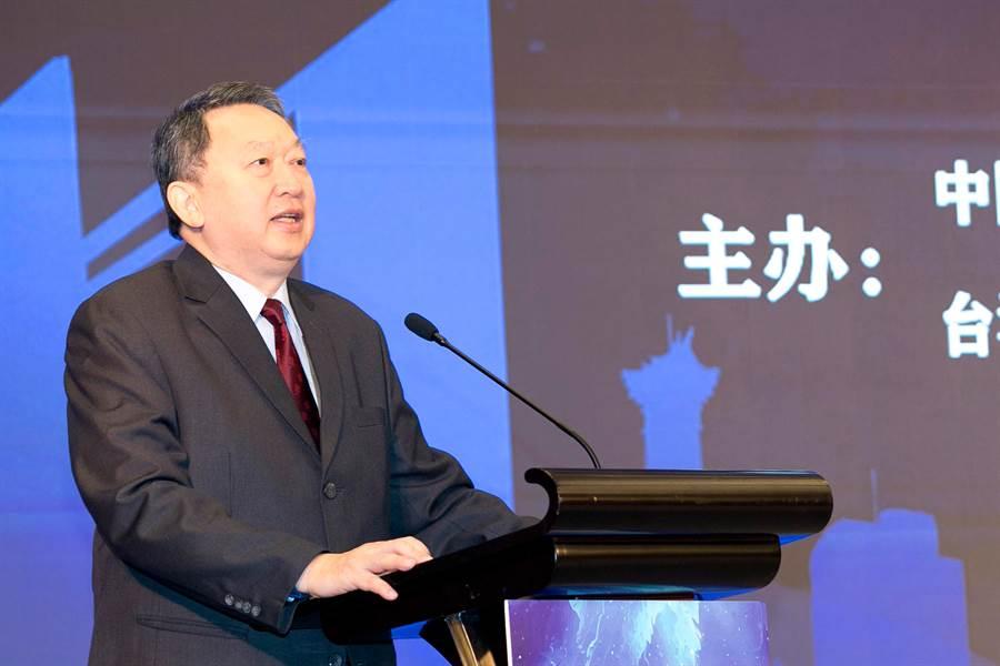 永慶慈善基金會趙怡董事長於公益論壇現場,分享近年來透過傳統技藝服務年長者,也藉此鼓勵年輕朋友認識台灣文化,進而創造更美好的社會。