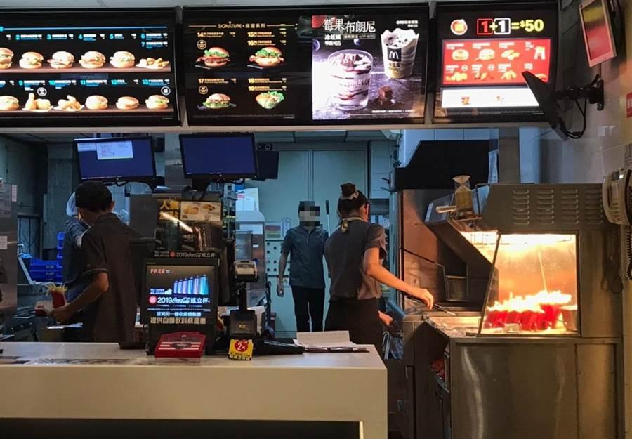 暑期工讀旺季,台中市勞工局提醒「五要」維護自身權益。(圖/台中市府提供)