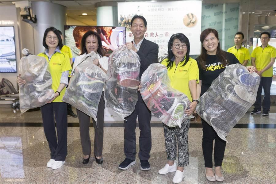 舊鞋捐贈儀式19日上午11時30分在桃園機場第2航廈入境大廳舉行。(陳麒全攝)
