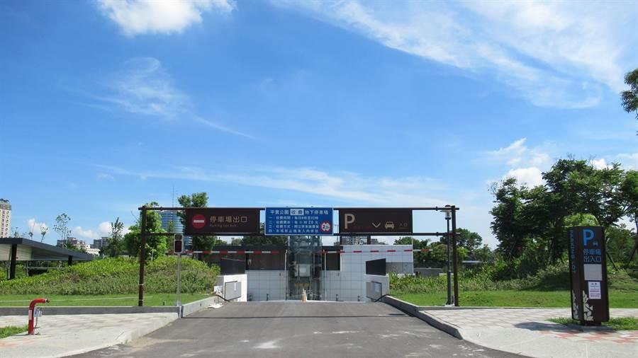台南市政府在平實公園地下興建的「平實公園地下停車場」於6月20日至30日止開放民眾免費試停。(張毓翎翻攝)