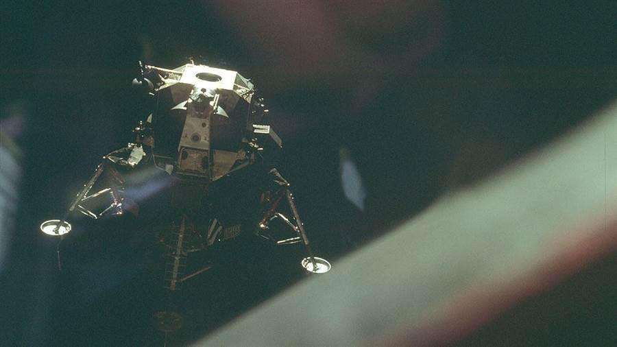 阿波羅10號任務,剛與「查理布朗」指揮艙分離的「史努比」登月艙。(圖/NASA)
