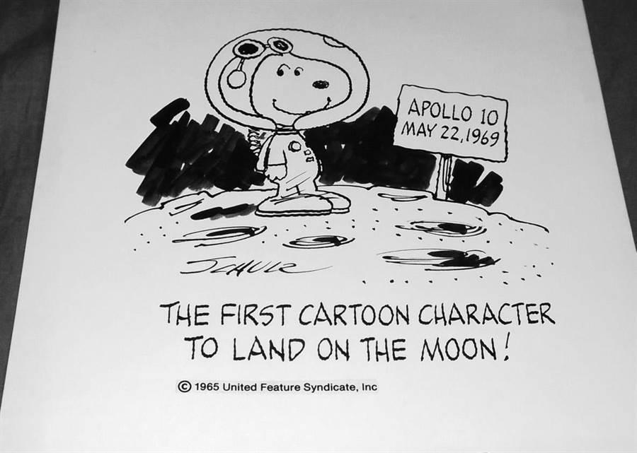 史努比的作者舒茲在5月22日,史努比號環繞月球時,繪了一張紀念漫畫。(圖/網路)