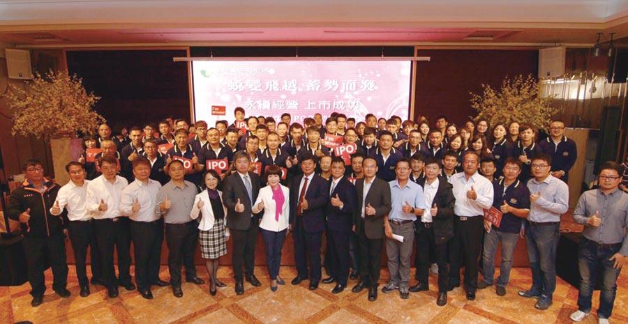 聯米企業即將邁入40年,對於身為台灣米食專家,董事長莊麗珠(左八)肩負企業使命,誓言帶領企業永續經營。圖/林宜蓁
