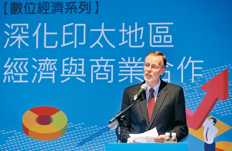 「深化印太地區經濟與商業合作論壇」18日舉行,美國在台協會處長酈英傑致詞時表示,台灣是美國重要經濟夥伴,並看好未來雙方的數位經濟合作關係。(范揚光攝)