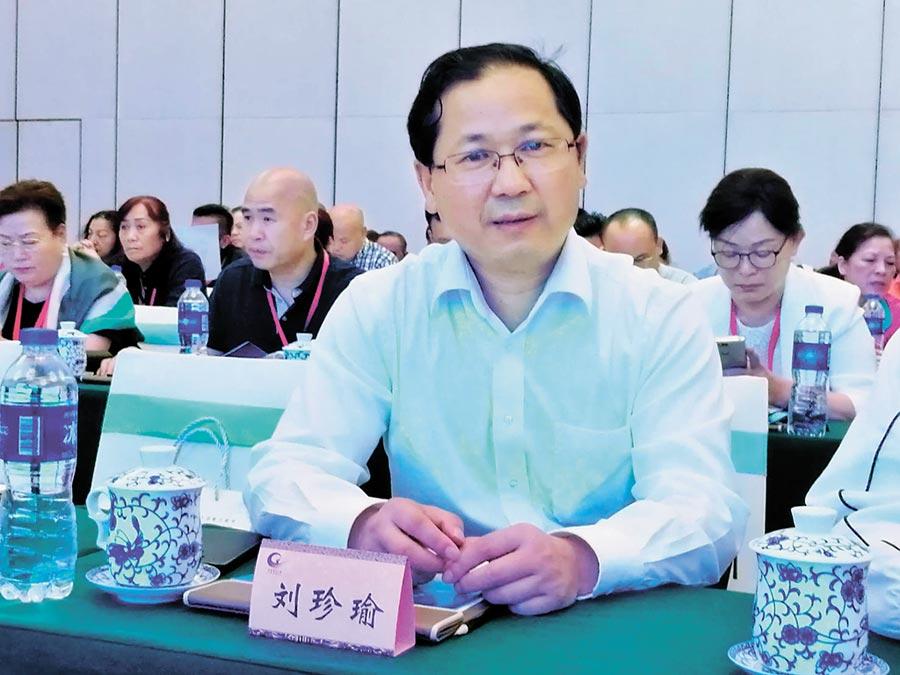 湘西州委常委、吉首市委書記劉珍瑜歡迎海內外朋友到訪湘西。(記者洪肇君攝)