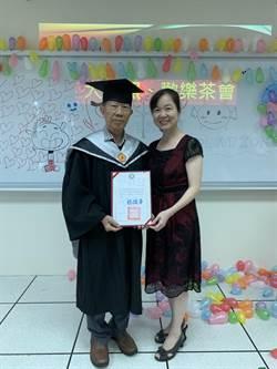 活到老學到老!黃明河以80歲高齡取得碩士畢業