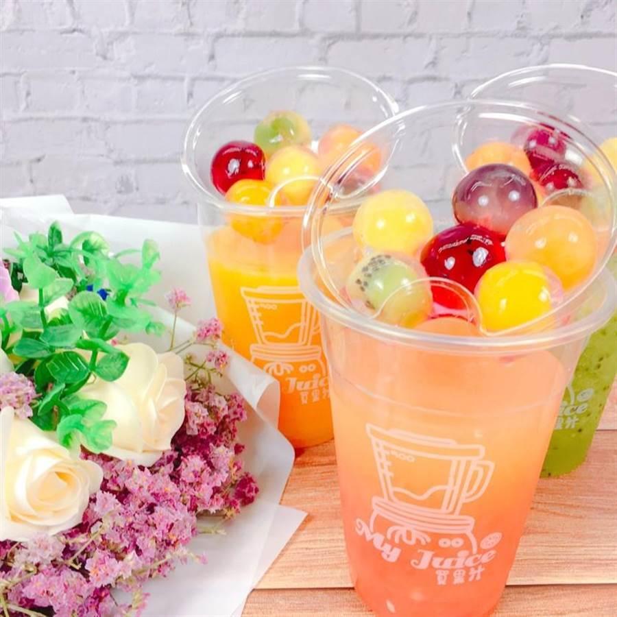 有好市集「My Juice買果汁」以新鮮水果現打果汁,加入寒天水果晶球,價格店洽。(好好集提供)