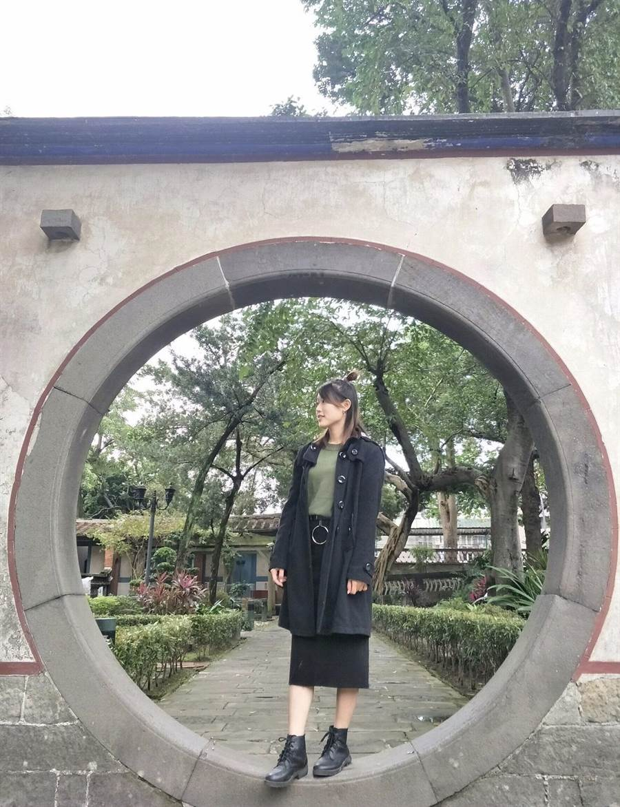 古典園林建築的圓拱門,襯托一種清新的美感。(賴妍憓提供)