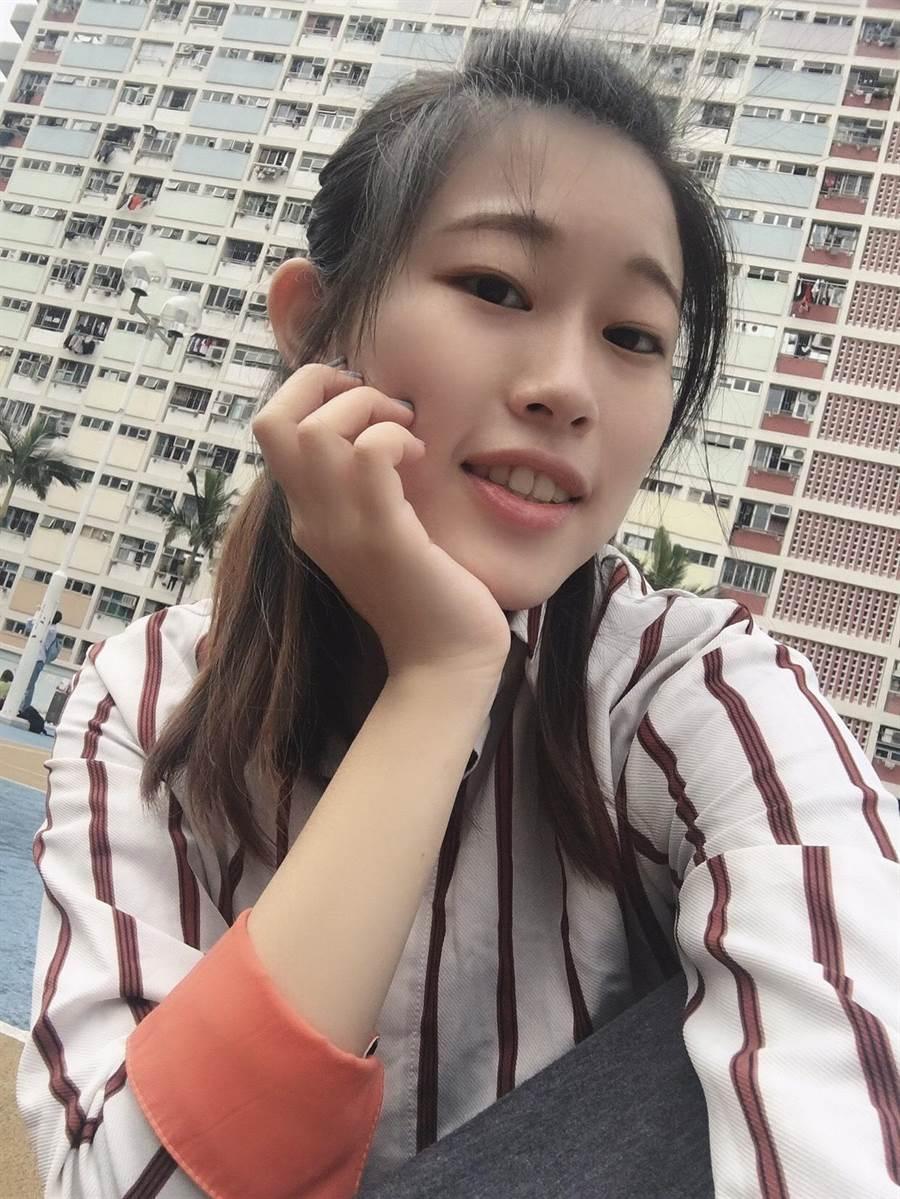 金大華語文學系畢業生賴妍憓將帶著師長和同學的祝福,在知識殿堂更上一層樓。(賴妍憓提供)
