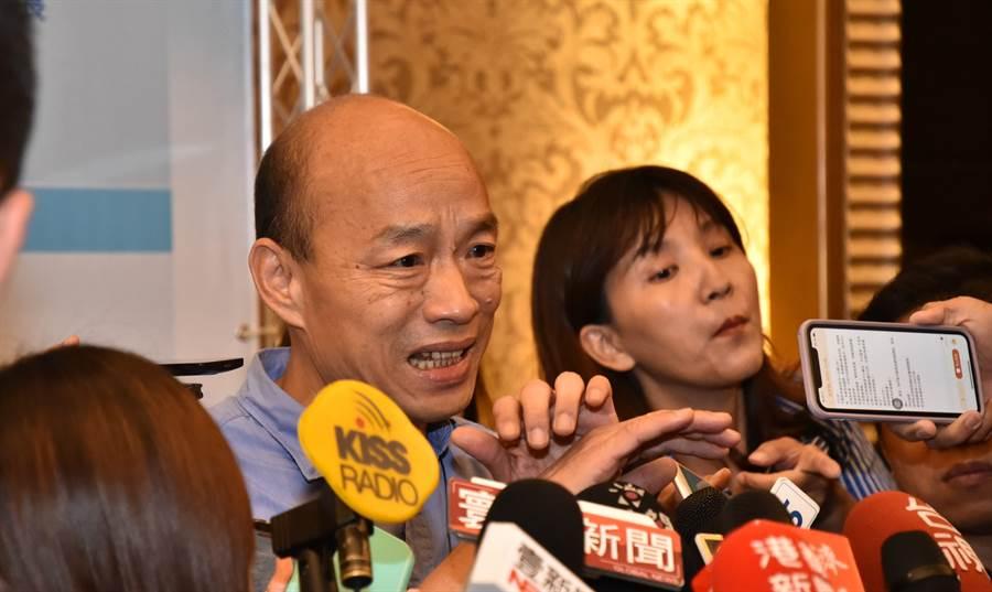 高雄市長韓國瑜20日出席繁榮大高雄論壇,會後接受媒體訪問。(林瑞益攝)