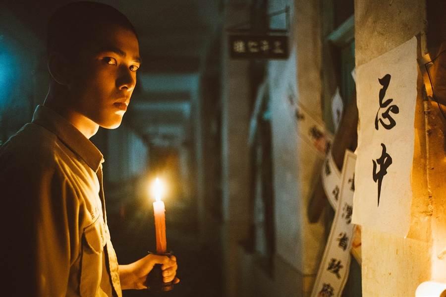 曾敬骅饰演魏仲廷惊悚气氛下探寻真相。