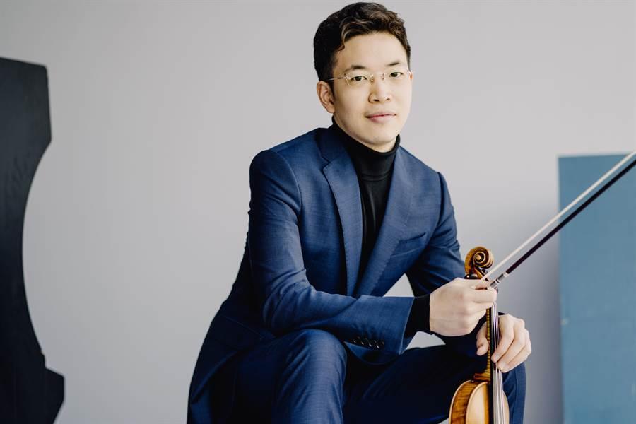 享譽國際的小提琴家黃俊文,本周末將為女神小提琴家慕特代打,下周也將再返台演出。((C)Marco Borggreve,黃俊文提供)