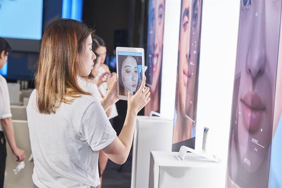 使用智慧型手機上網,即可免費使用理膚寶水油痘粉刺A.I.智慧診斷系統,找出目前肌膚的問題。(圖/品牌提供)
