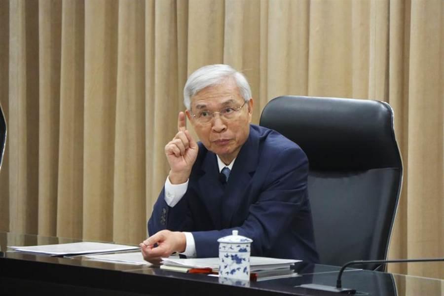 (中央銀行決議利率不變,央行總裁楊金龍表示維持「適度寬鬆」基調。 圖:吳泓勳攝)