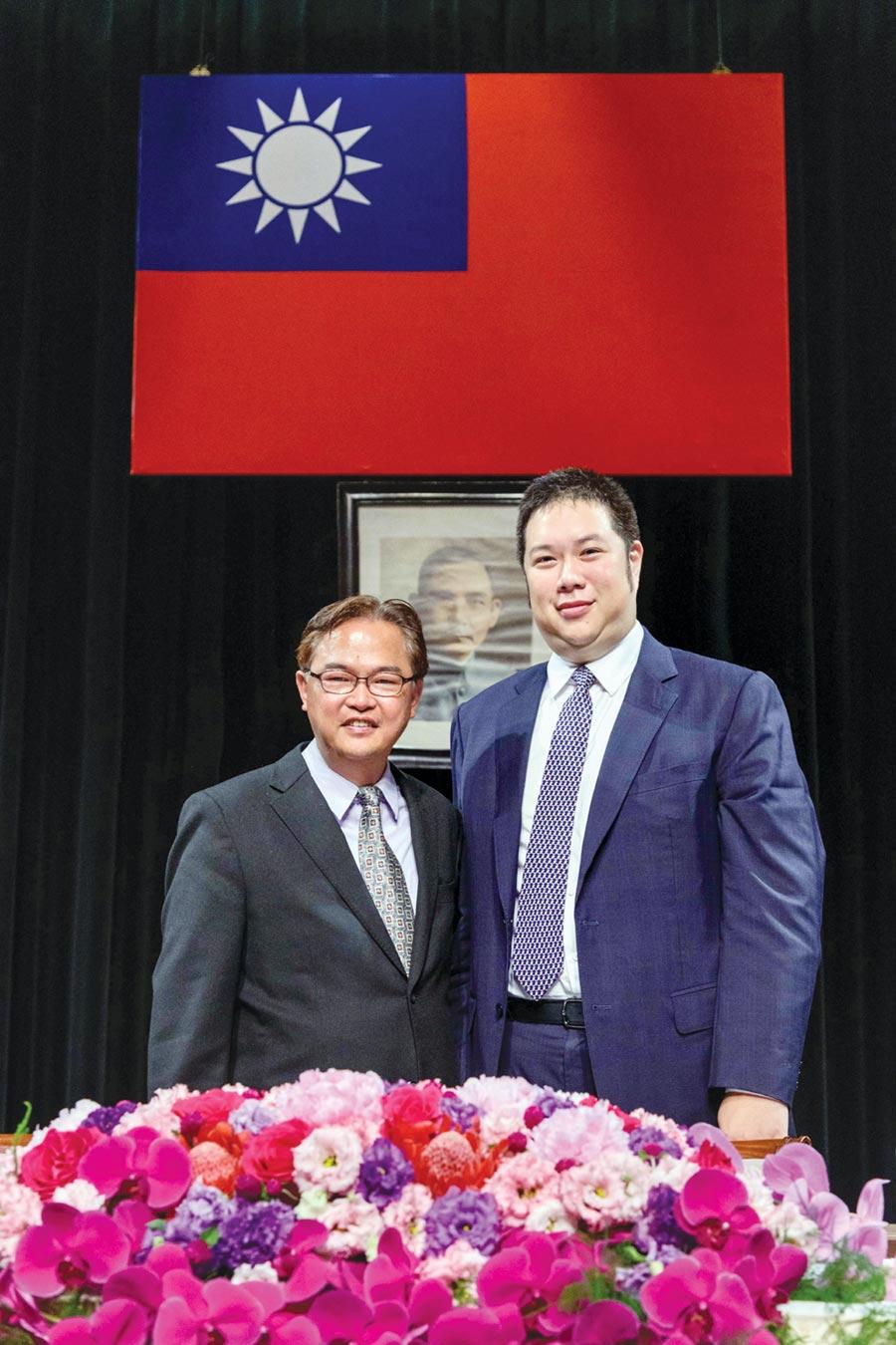 國際中橡董事長辜公怡(右)與總經理黃柏松。圖/袁延壽