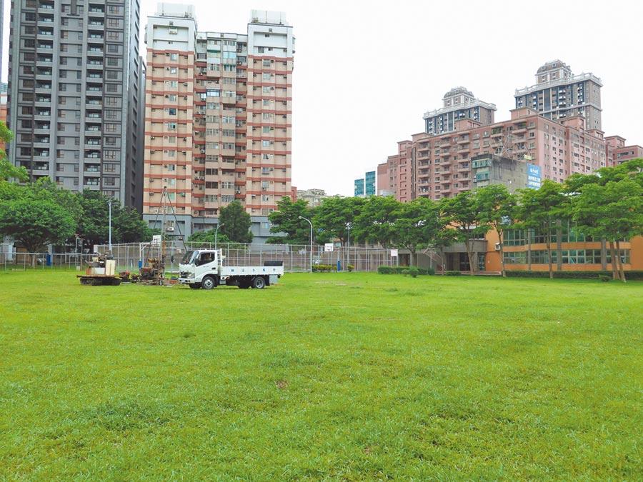 中正公園停車場開發案,因有居民反對,市府決定暫緩。(甘嘉雯攝)