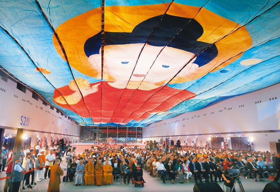 禪畫藝術家洪啟嵩歷時17年完成的超大佛畫,創下世界最大畫作紀錄,2018年5月在高雄展出。(本報資料照片)