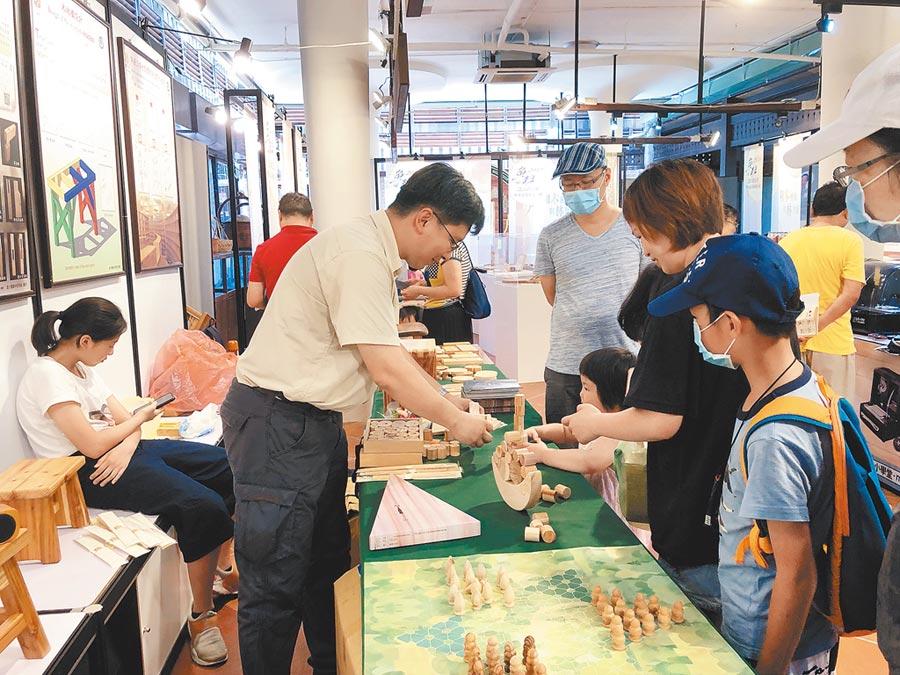 首屆台中木創生活節延續第四屆魯班設計創意節活動,備受親子歡迎。圖/黃繡鳳
