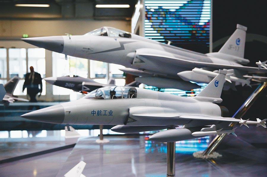 第53屆巴黎航展,中國航空工業集團公司展區。(新華社)