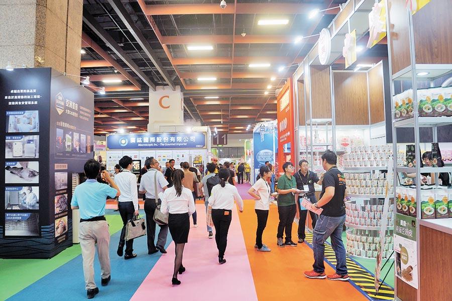 2019台北國際食品五展19日盛大登場,今年共有1757家廠商5056個攤位參展,買主預估將達8千人次。(記者林汪靜攝)