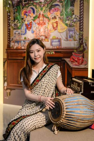 到宗博館看展穿紗麗 秒變印度寶萊塢女星