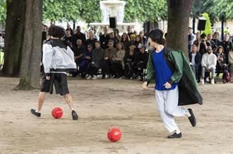 巴黎男裝周/ISSEY MIYAKE在公園飄逸起舞、動感踢球