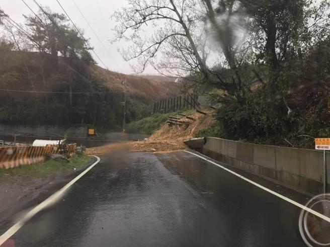 土地遭濫墾,常因豪雨導致土石崩塌,影響民眾安全。(圖/台中市府提供)