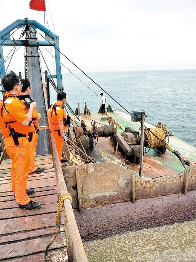 大陸「海盛655號」抽砂船5月越界,遭連江地檢署沒收拍賣。(葉書宏翻攝)