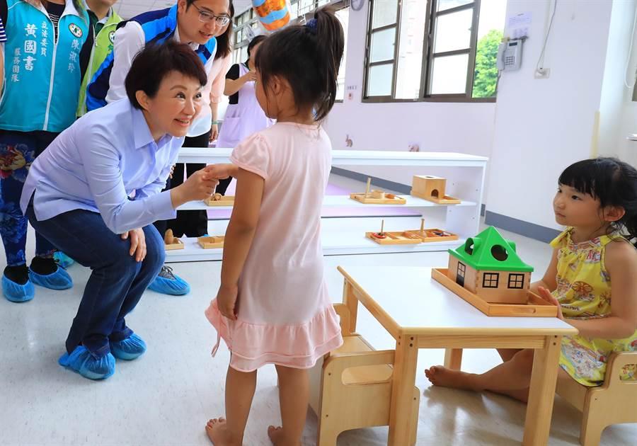 7位女性縣市首長24日來台中市共同簽署女性權益7大宣言,台中市長盧秀燕將提出台中市建構友善托育環境,家長放心,就業安心等福利政策。(盧金足攝)