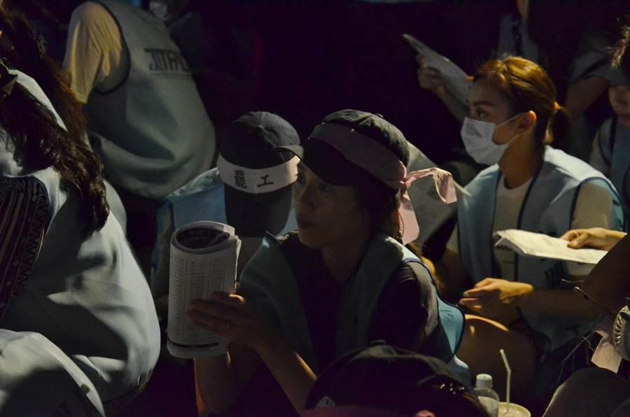 桃園市空服員職業工會20日下午4時宣布罷工,有客服人員批評,空服員應該到機場靜坐,面對旅客。(賴佑維攝)