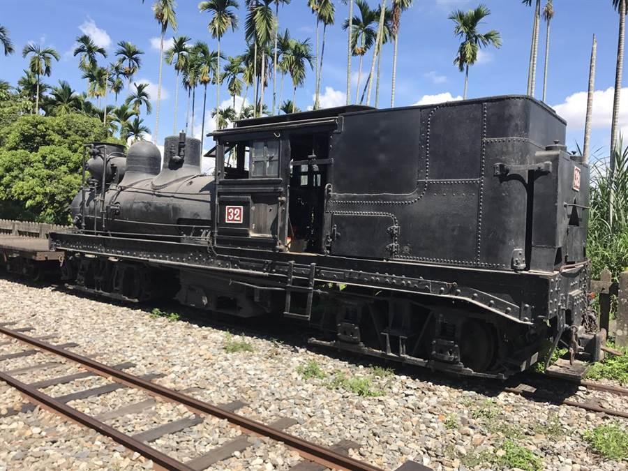百年歷史的SL32蒸汽火車頭進廠維修一個月。(廖素慧翻攝)