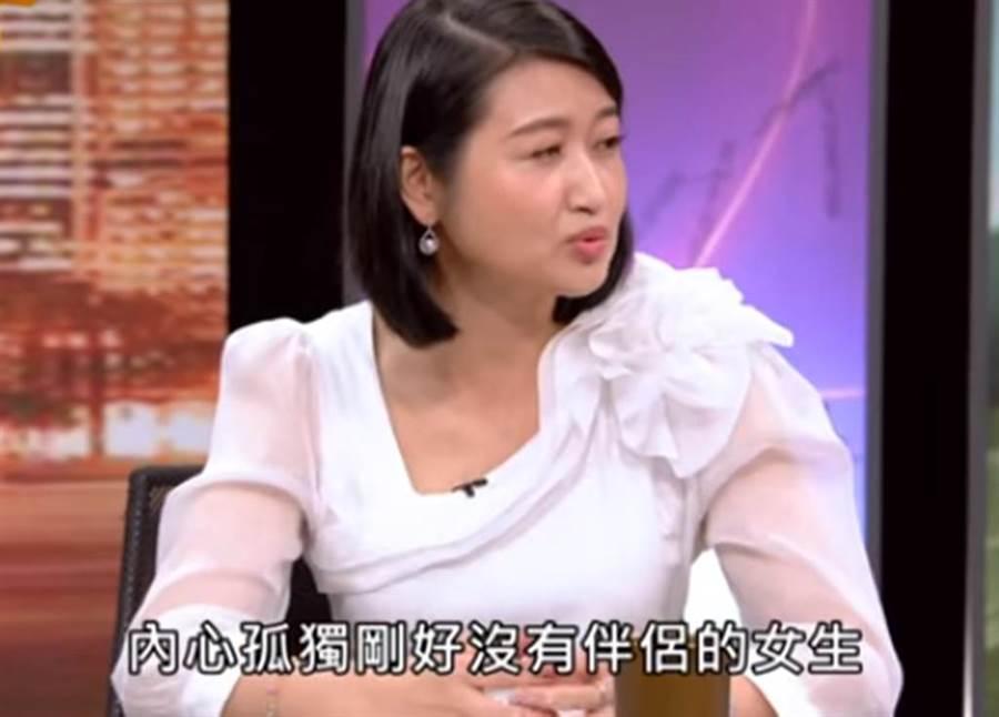 黃宥嘉點出謝欣淪為小三的關鍵點。(圖/Youtube)