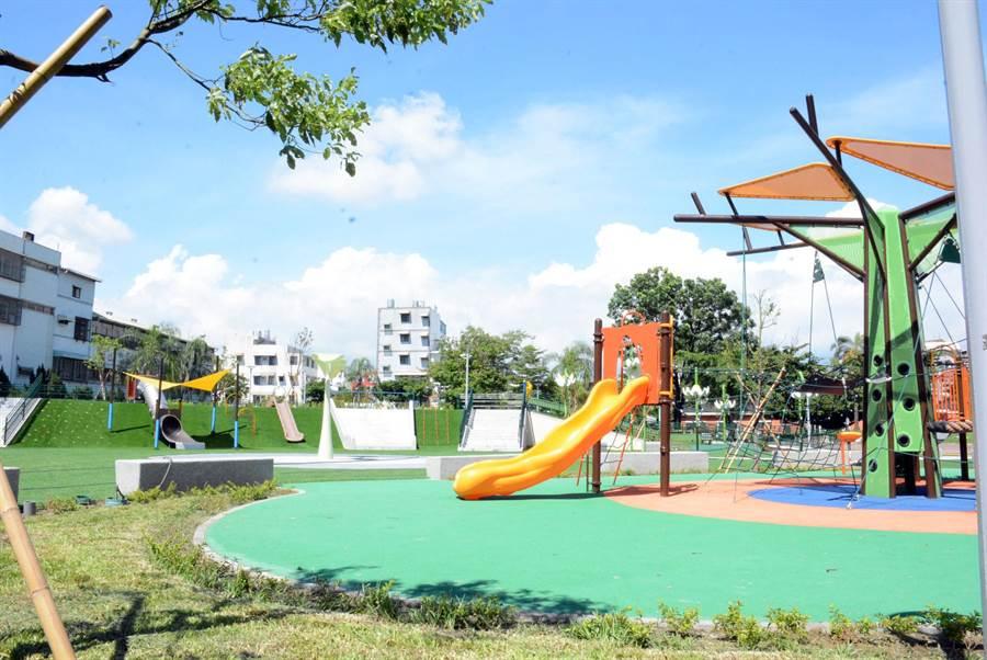 屏東縣首座融入社區兒童自主意見而設計的和平共融式遊戲場,22日將正式試營運。(林和生攝)