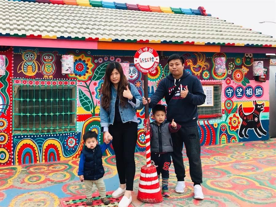 陳耀安在永慶年年收入百萬、完成娶妻生子的人生大事。一家四口最愛遊山玩水,不論是事業和家庭都超平衡。