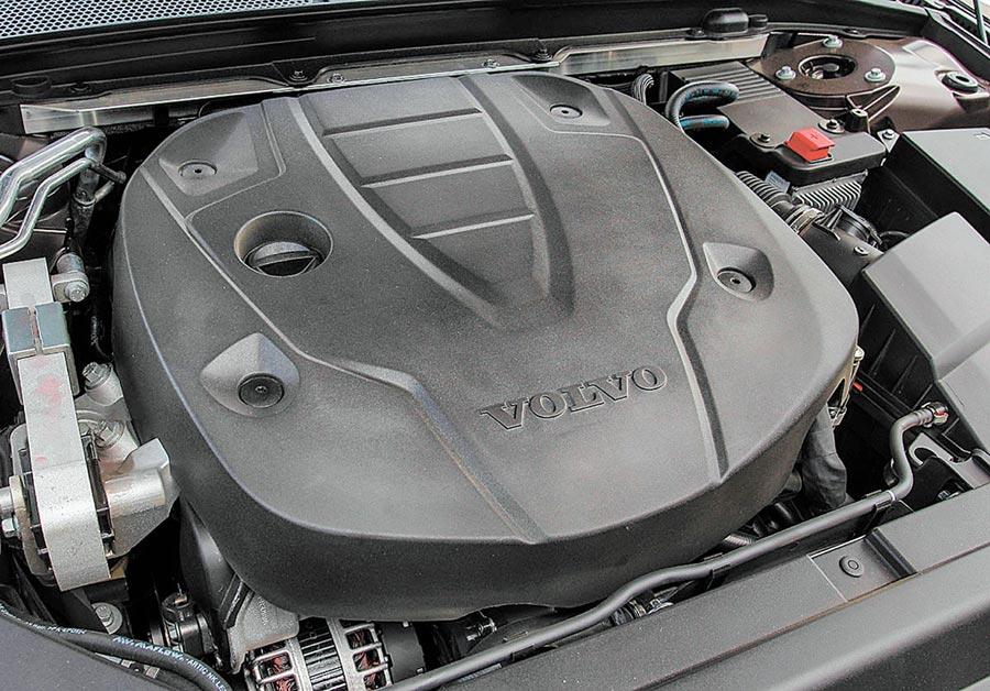 2.0升四缸雙渦輪增壓柴油引擎,可輸出最大馬力235hp。圖/陳慶琪