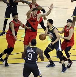 NBA》柯瑞也被媒體黑?隊友抱不平