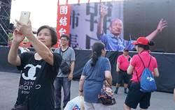 不斷更新》20萬韓粉手機燈海 台中造勢大合唱「堅持」
