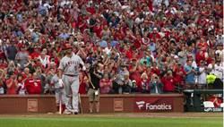 MLB》隔8年普侯斯重回聖路易 老隊友擁抱超溫馨