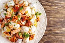 鮭魚雙菇 佐核桃沙拉