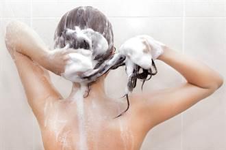 他發明自動洗頭機 網看示範全嚇傻
