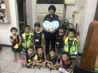 幼兒園參訪派出所  體驗警用重型機車